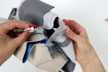 Zszywanie rogów kosmetyczki - szycie kosmetyczki krok po kroku