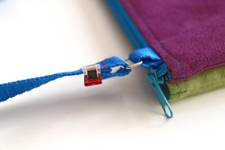 Jak przewlec pasek w torebce, szycie regulowanego paska na ramię