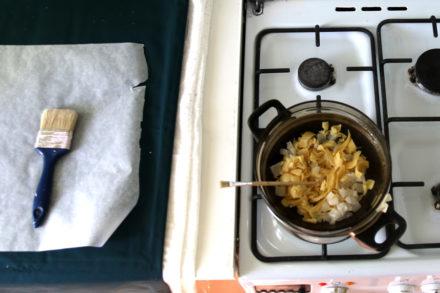Woskowanie tkaniny - rozpuszczanie wosku w kąpieli wodnej