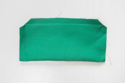 Przycinanie zapasów na szew - szycie kieszeni z wypustką z ekoskóry