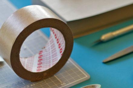 Manekin z taśmy papierowej - zalety i wady
