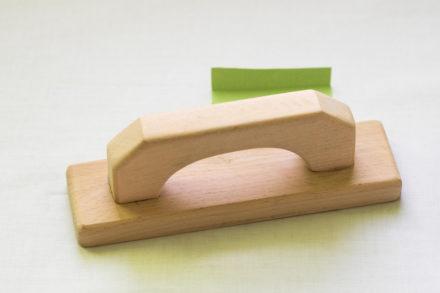 Drewniane żelazko, bloczek drewna do studzenia szwów